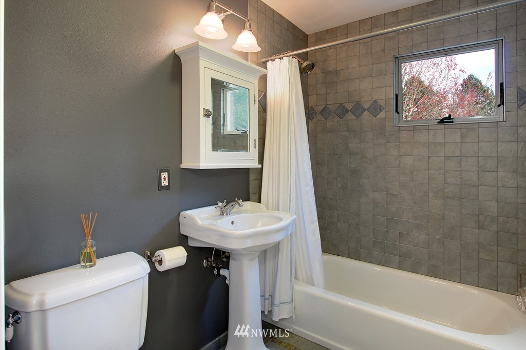 Sold Property   8222 Corliss Avenue N Seattle, WA 98103 12