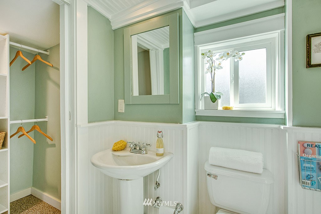 Sold Property   13344 20th Avenue NE Seattle, WA 98125 8