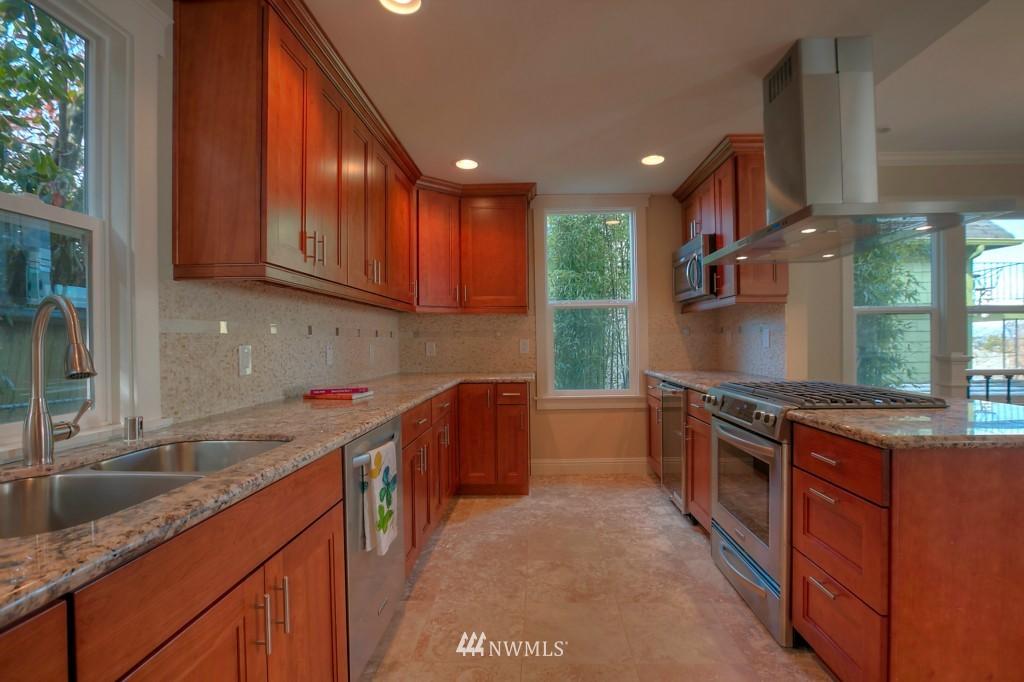 Sold Property | 321 N 49th Street Seattle, WA 98103 4