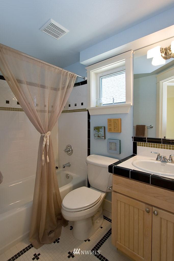 Sold Property   1619 E Fir Street Seattle, WA 98122 8