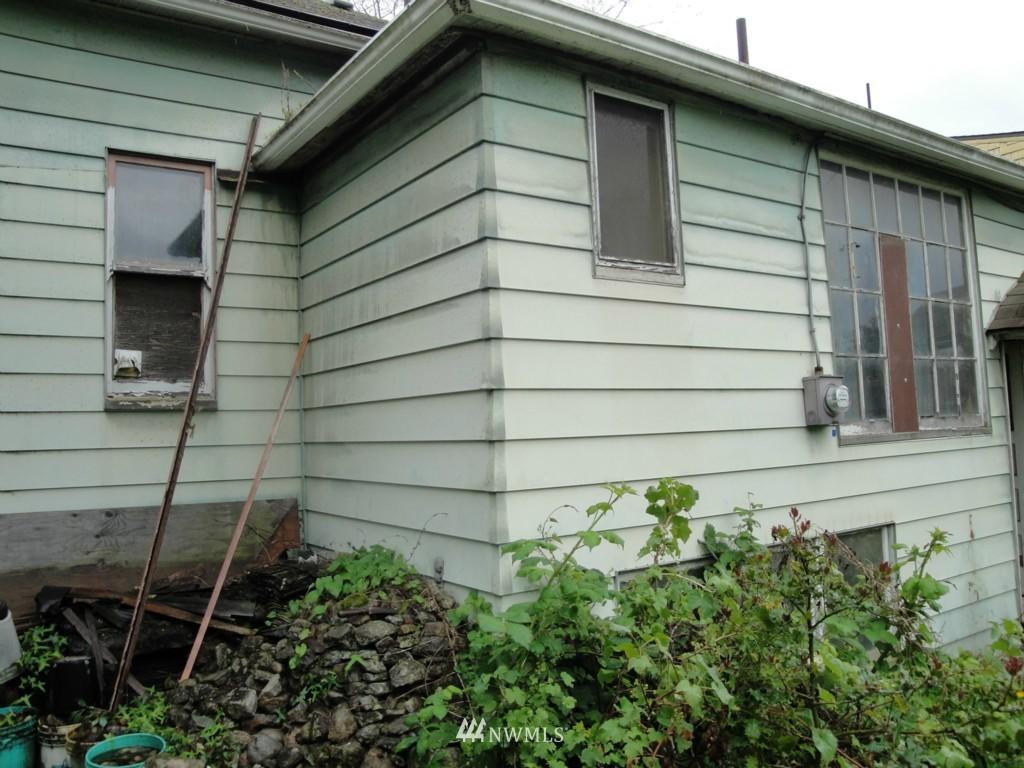 Sold Property | 2344 N 57th Street Seattle, WA 98103 3