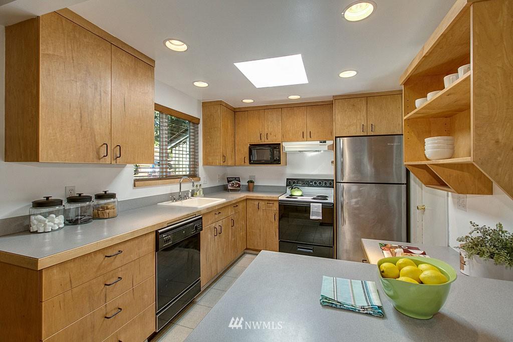 Sold Property | 13734 Stone Avenue N Seattle, WA 98133 4