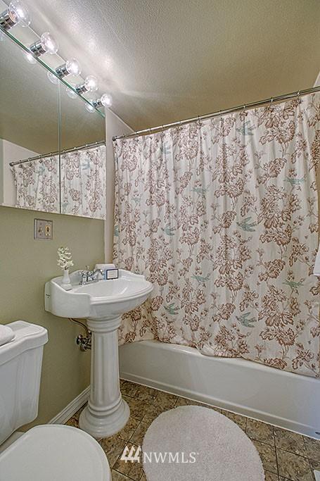 Sold Property | 13734 Stone Avenue N Seattle, WA 98133 7