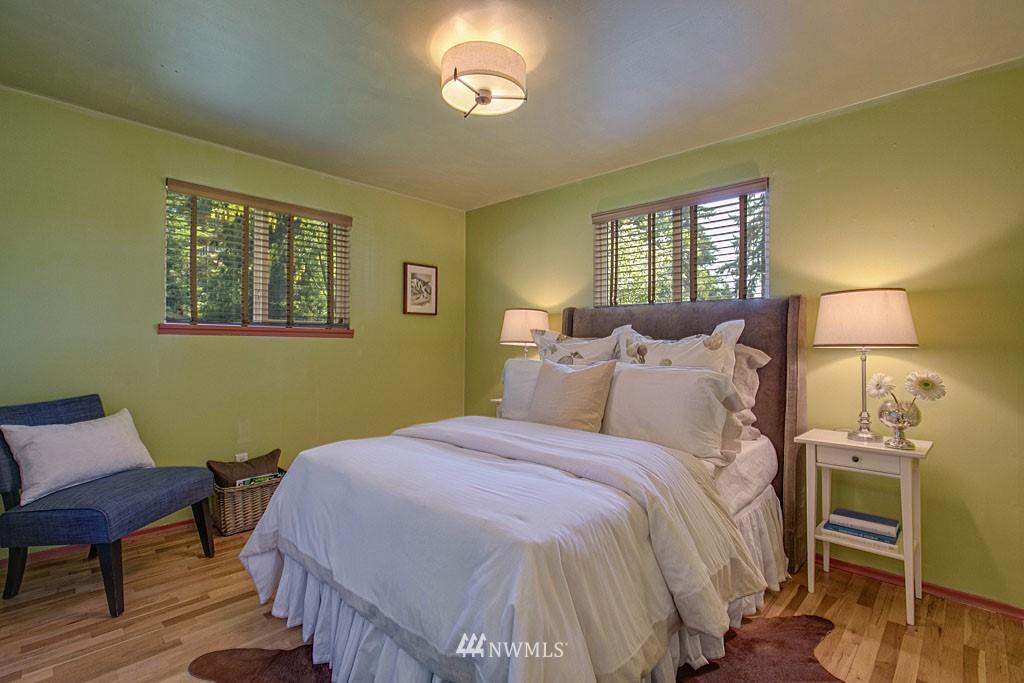 Sold Property | 13734 Stone Avenue N Seattle, WA 98133 9