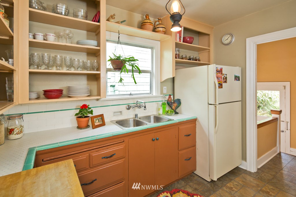 Sold Property   922 N 78th Street Seattle, WA 98103 4