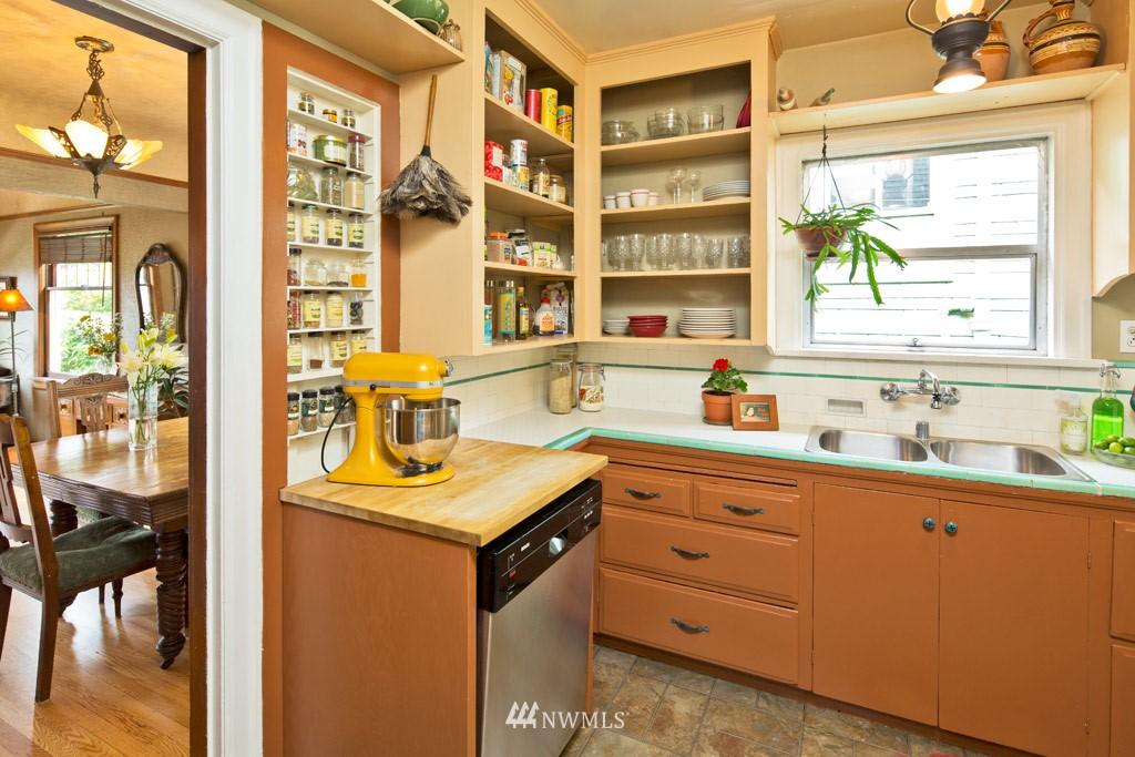 Sold Property   922 N 78th Street Seattle, WA 98103 5
