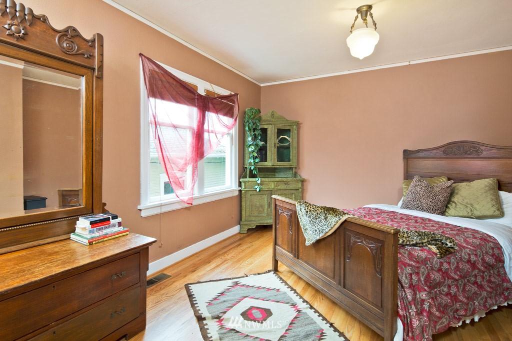Sold Property   922 N 78th Street Seattle, WA 98103 6