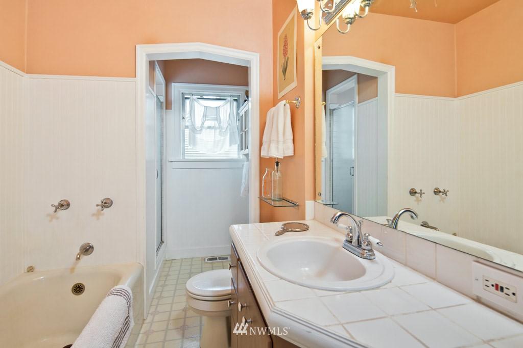 Sold Property   922 N 78th Street Seattle, WA 98103 8
