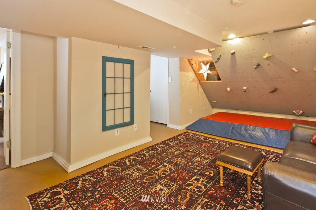 Sold Property   922 N 78th Street Seattle, WA 98103 10
