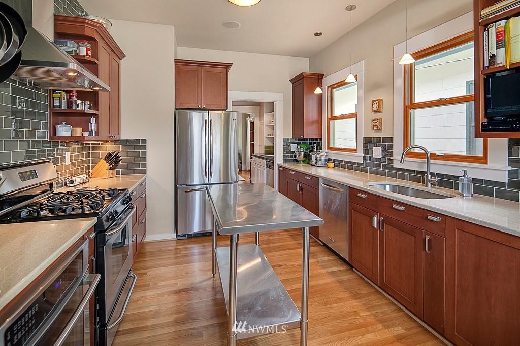 Sold Property | 418 N 61st Street Seattle, WA 98103 6