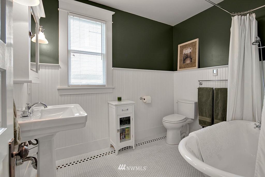 Sold Property | 418 N 61st Street Seattle, WA 98103 10