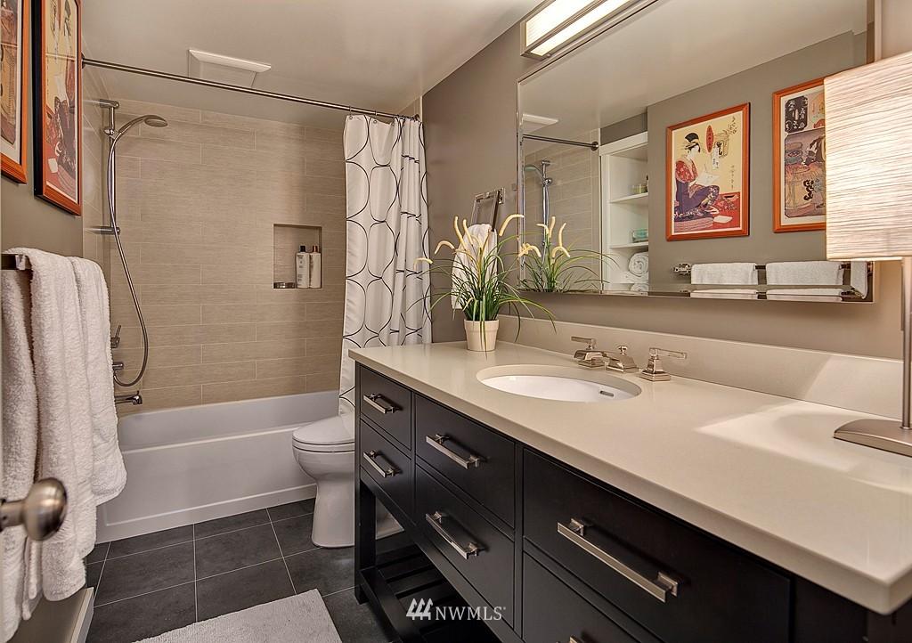 Sold Property | 418 N 61st Street Seattle, WA 98103 12