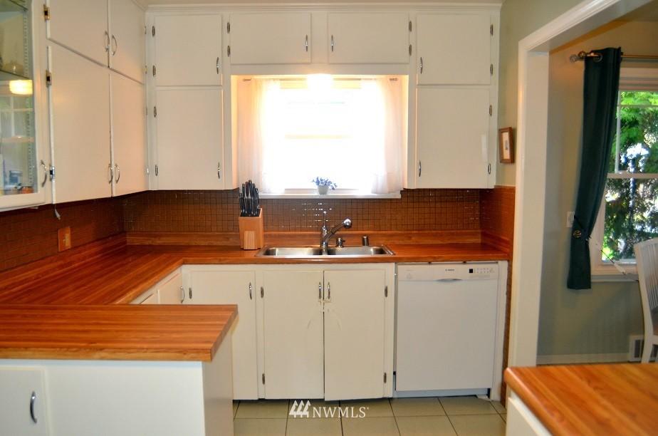 Sold Property | 7520 Earl Avenue NW Seattle, WA 98117 5