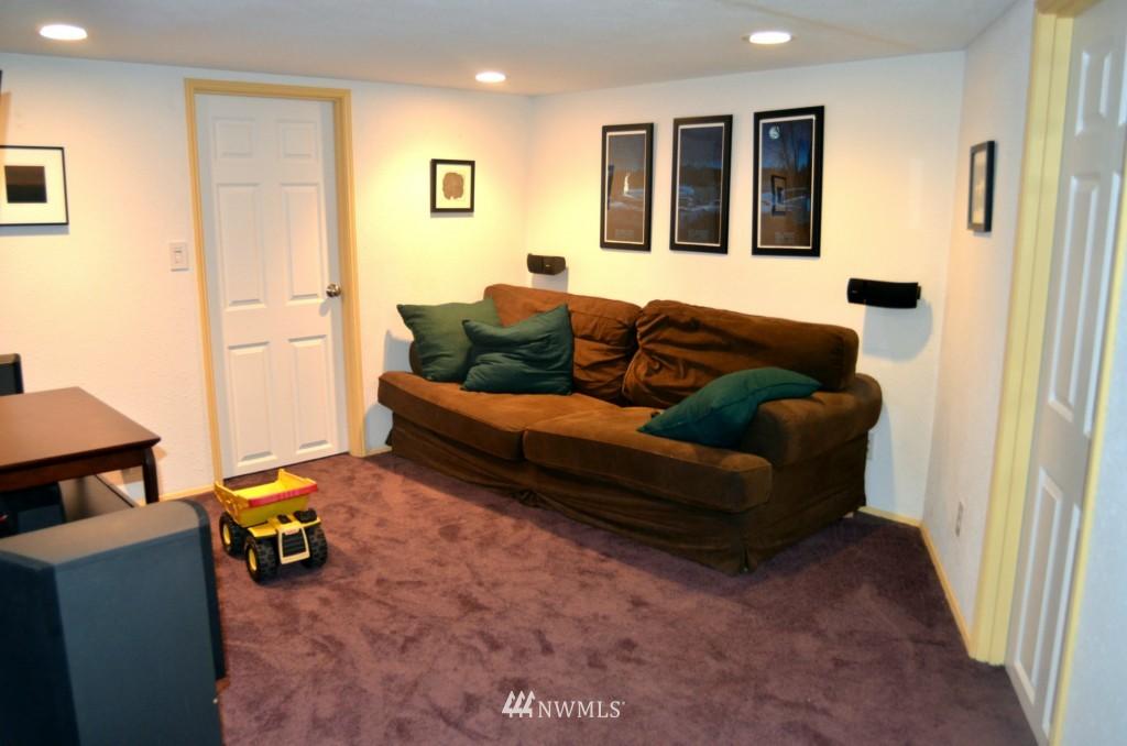 Sold Property | 7520 Earl Avenue NW Seattle, WA 98117 10