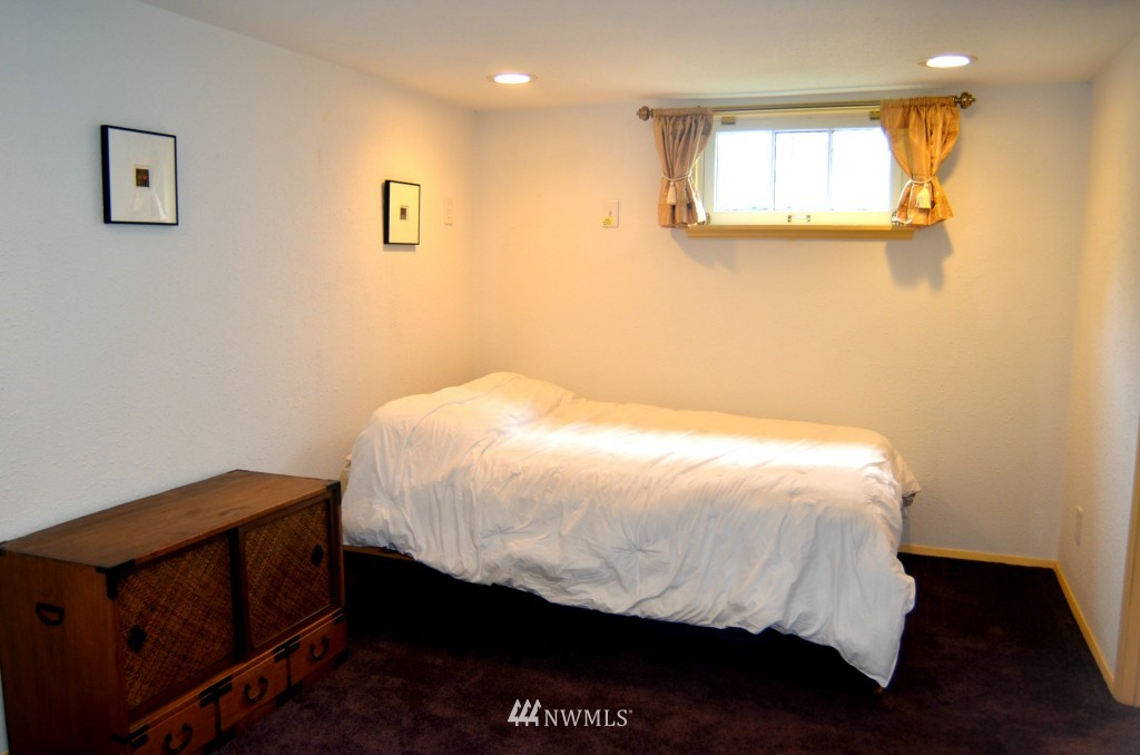 Sold Property | 7520 Earl Avenue NW Seattle, WA 98117 11