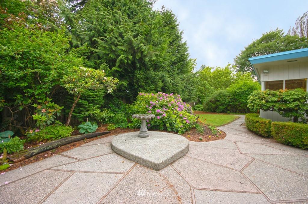 Sold Property   11521 Corliss Avenue N Seattle, WA 98133 6