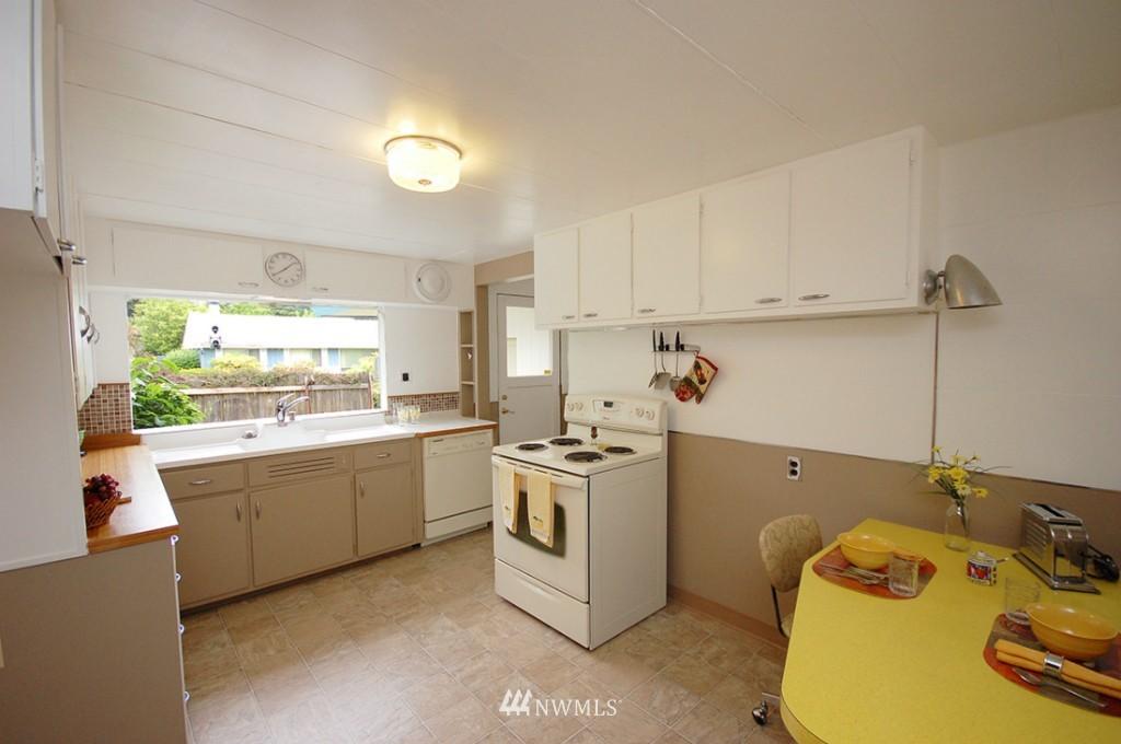 Sold Property   11521 Corliss Avenue N Seattle, WA 98133 8