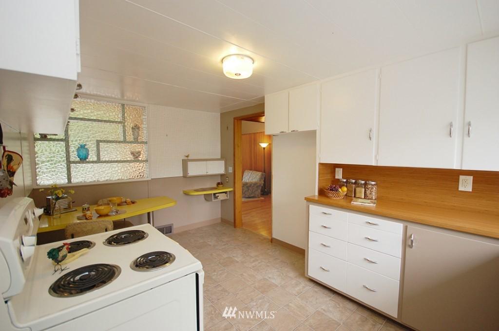 Sold Property   11521 Corliss Avenue N Seattle, WA 98133 9