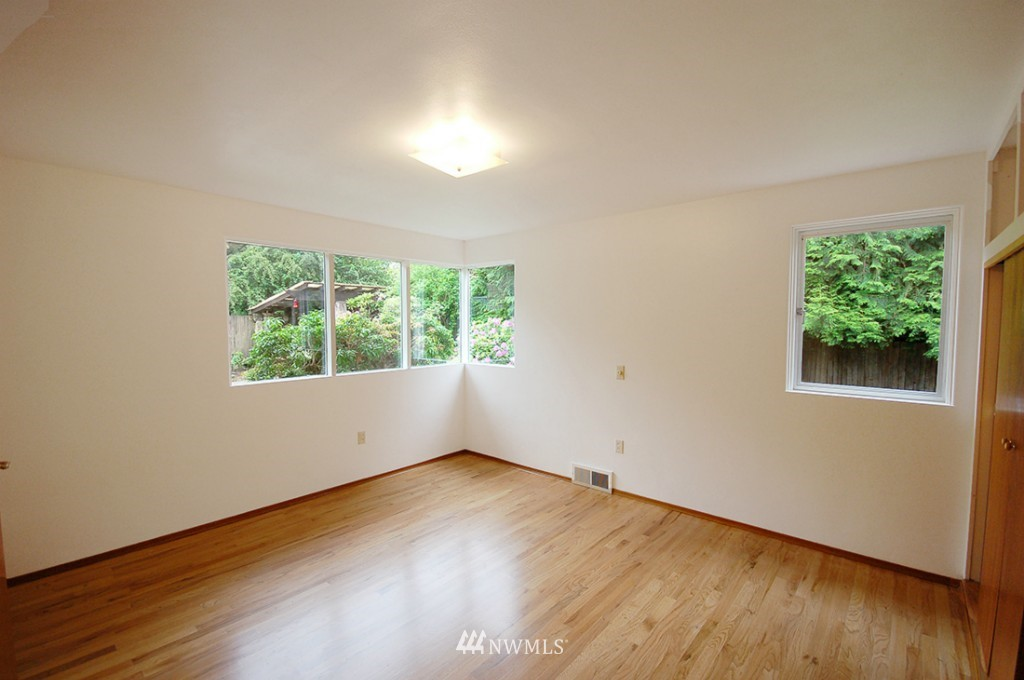 Sold Property   11521 Corliss Avenue N Seattle, WA 98133 10