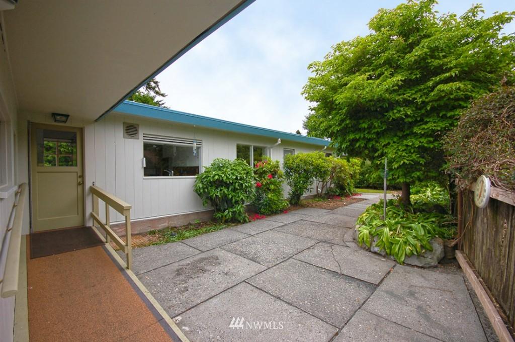 Sold Property   11521 Corliss Avenue N Seattle, WA 98133 13