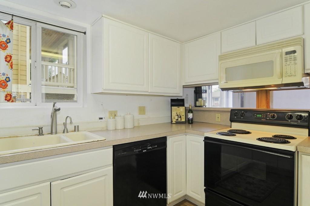 Sold Property | 415 NE 94th Street Seattle, WA 98115 5