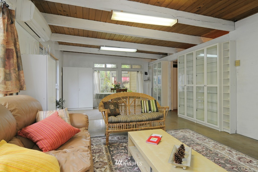 Sold Property | 415 NE 94th Street Seattle, WA 98115 9