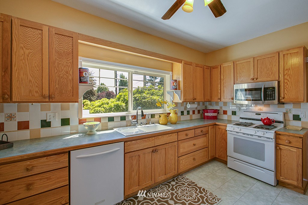 Sold Property | 1202 NW 70th Street Seattle, WA 98117 4