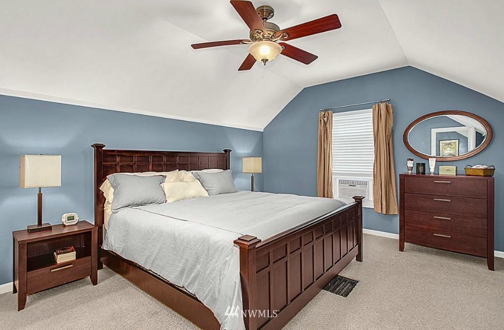 Sold Property   5518 Ashworth Avenue N Seattle, WA 98103 8