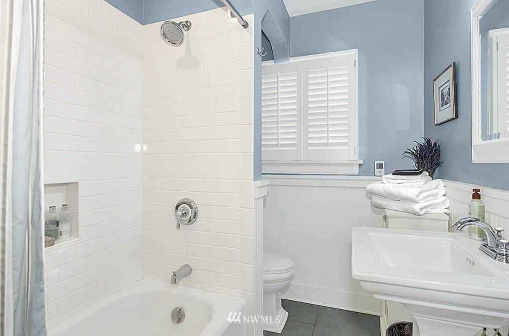 Sold Property   5518 Ashworth Avenue N Seattle, WA 98103 9