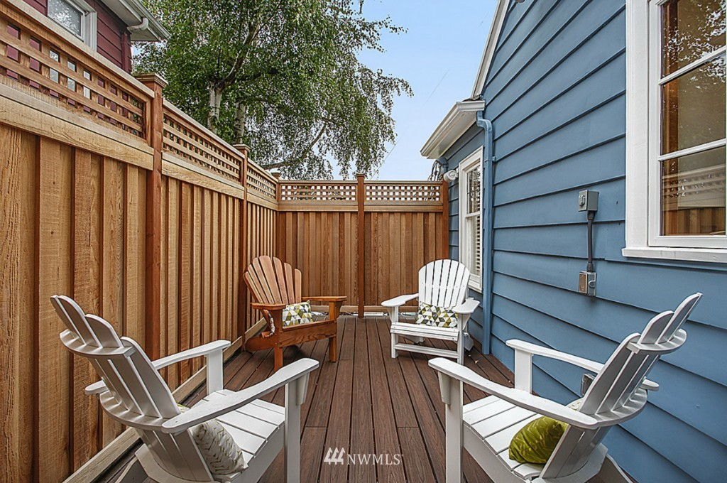 Sold Property   5518 Ashworth Avenue N Seattle, WA 98103 12