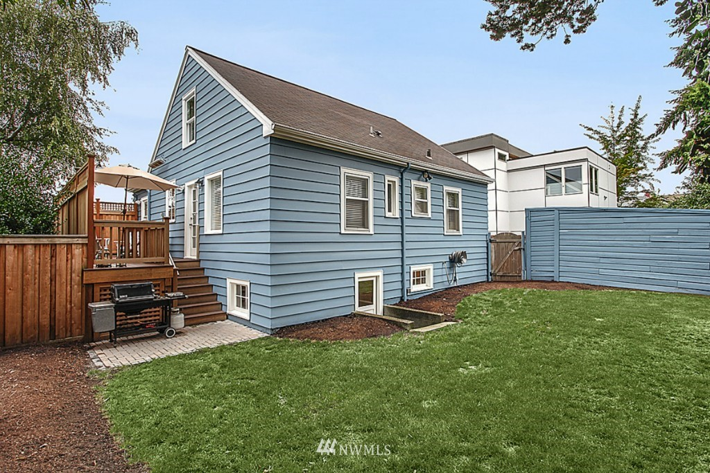 Sold Property   5518 Ashworth Avenue N Seattle, WA 98103 14