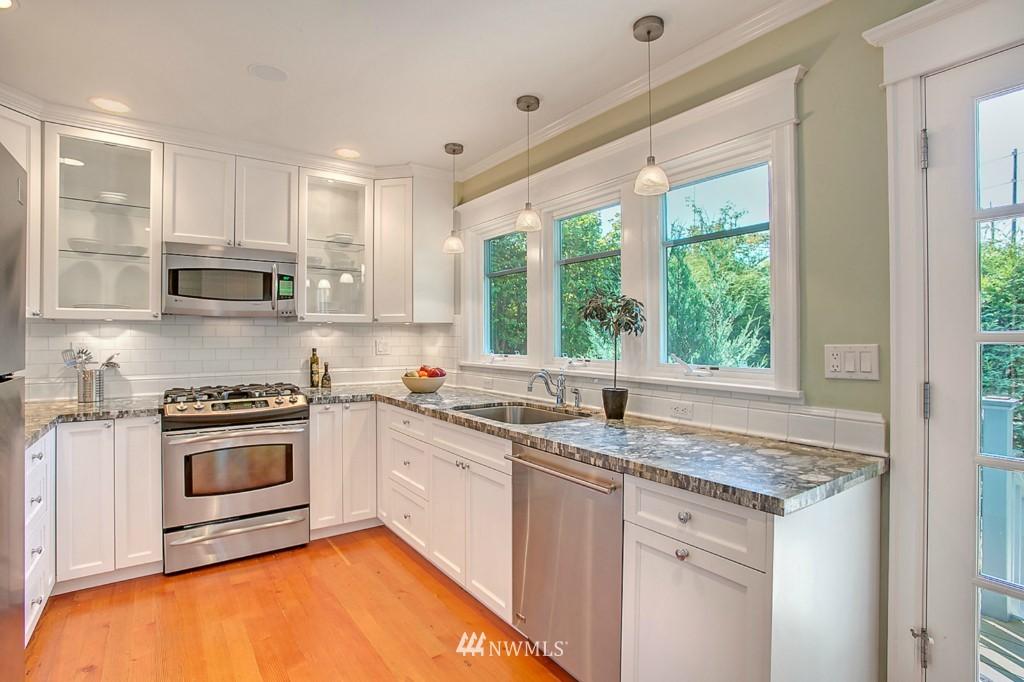 Sold Property | 361 Garfield Street Seattle, WA 98109 6