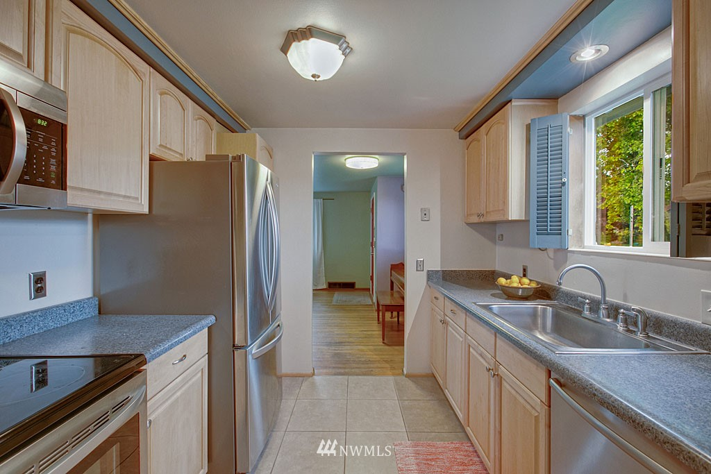 Sold Property | 13519 16th Avenue NE Seattle, WA 98125 3