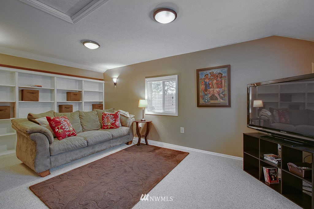 Sold Property | 13519 16th Avenue NE Seattle, WA 98125 8