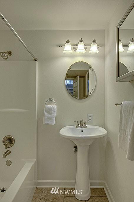 Sold Property   1625 29th Avenue Seattle, WA 98122 9