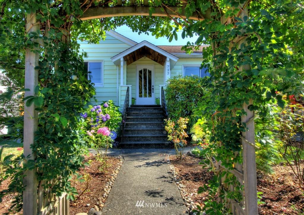 Sold Property | 727 N 100th Street Seattle, WA 98133 0