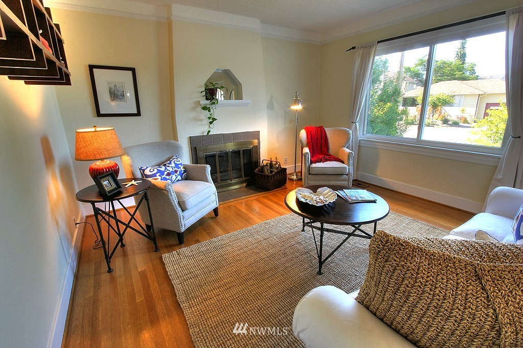 Sold Property | 727 N 100th Street Seattle, WA 98133 1
