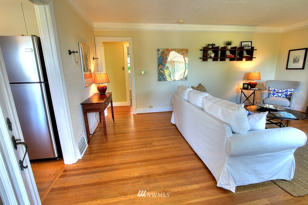 Sold Property | 727 N 100th Street Seattle, WA 98133 2