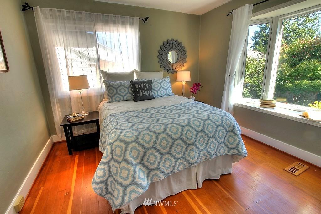 Sold Property | 727 N 100th Street Seattle, WA 98133 7