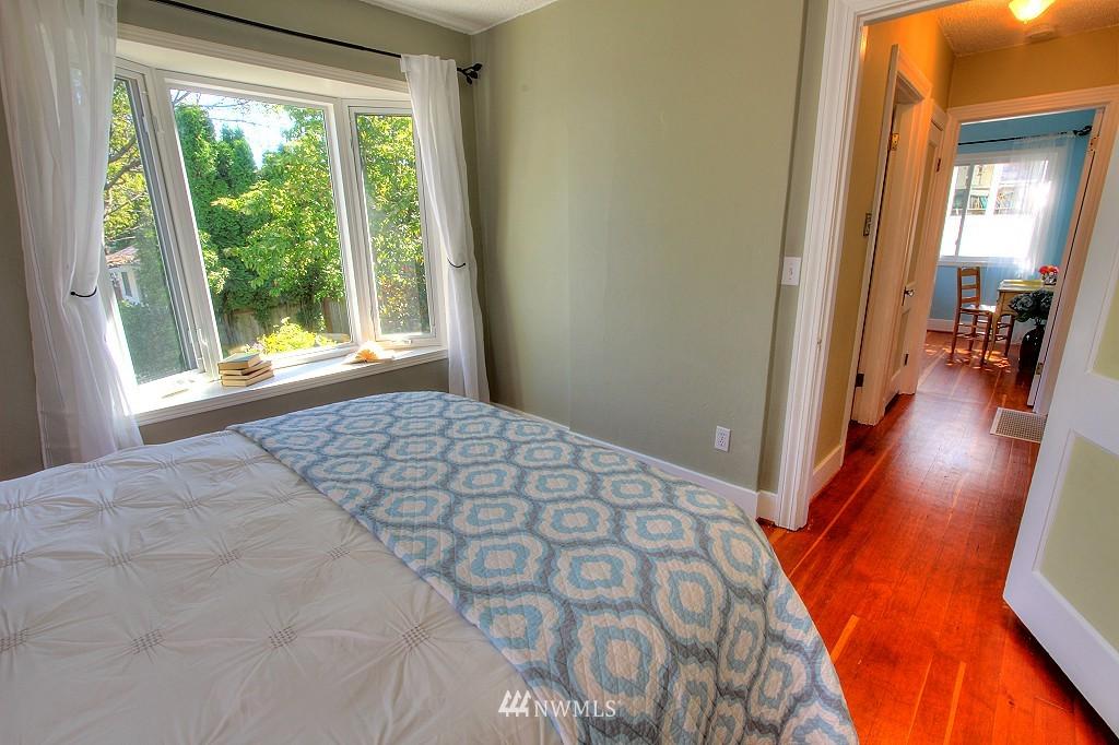 Sold Property | 727 N 100th Street Seattle, WA 98133 8