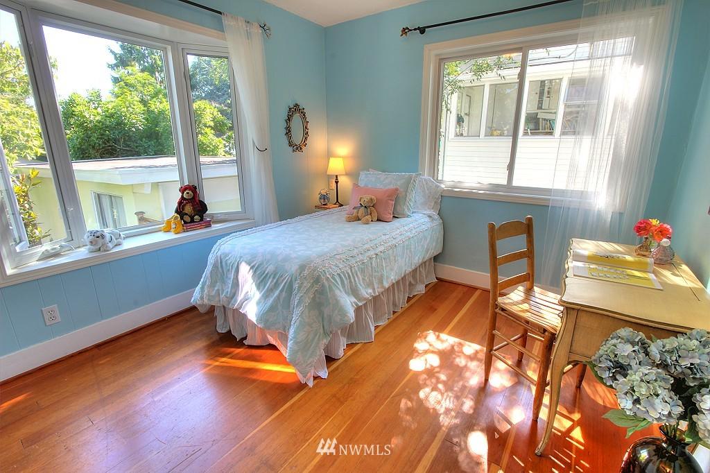 Sold Property | 727 N 100th Street Seattle, WA 98133 10
