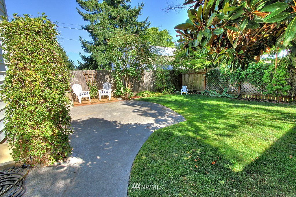 Sold Property | 727 N 100th Street Seattle, WA 98133 13