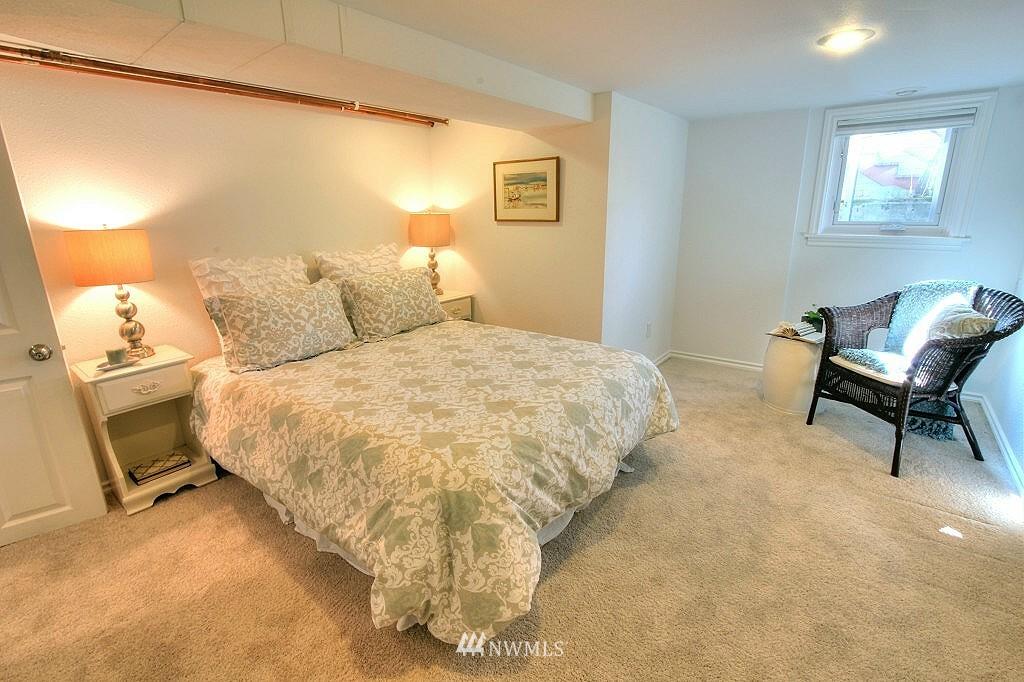Sold Property | 727 N 100th Street Seattle, WA 98133 14