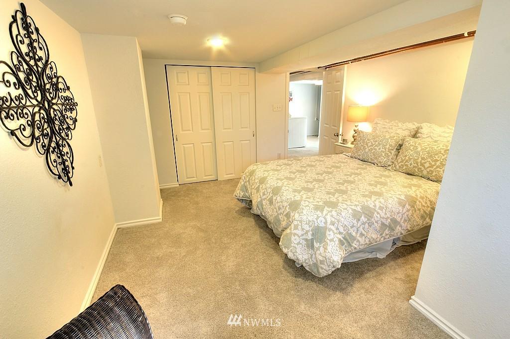 Sold Property | 727 N 100th Street Seattle, WA 98133 15