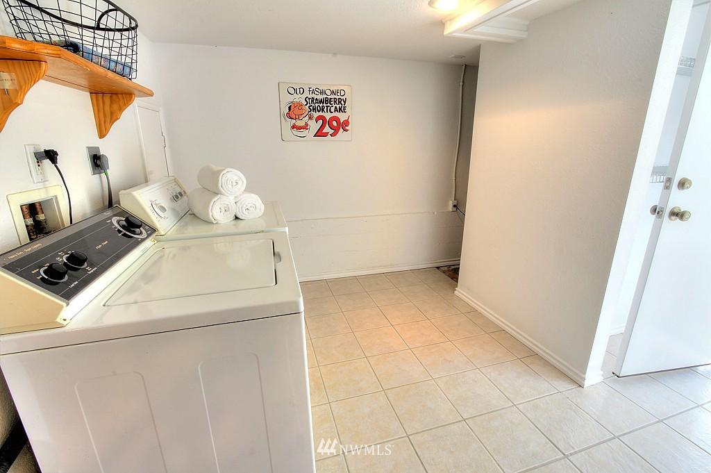 Sold Property | 727 N 100th Street Seattle, WA 98133 19