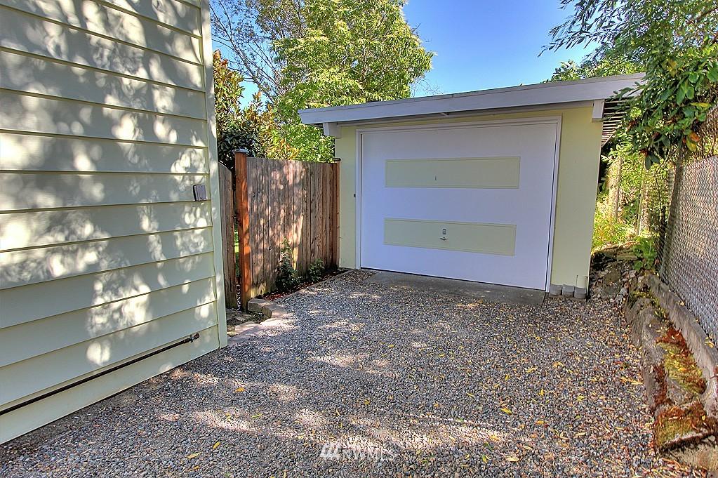 Sold Property | 727 N 100th Street Seattle, WA 98133 20