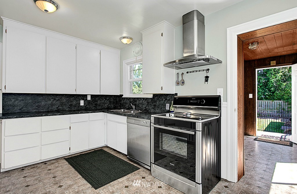 Sold Property | 637 NW 80th Street Seattle, WA 98117 3
