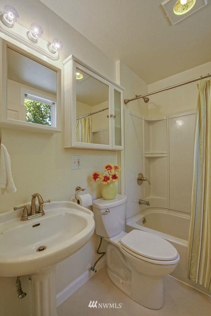 Sold Property | 5036 25th Avenue SW Seattle, WA 98106 7