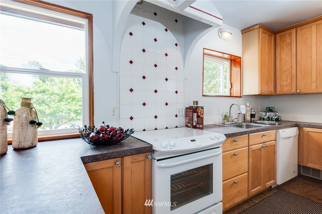 Sold Property   8319 16th Avenue NW Seattle, WA 98117 7