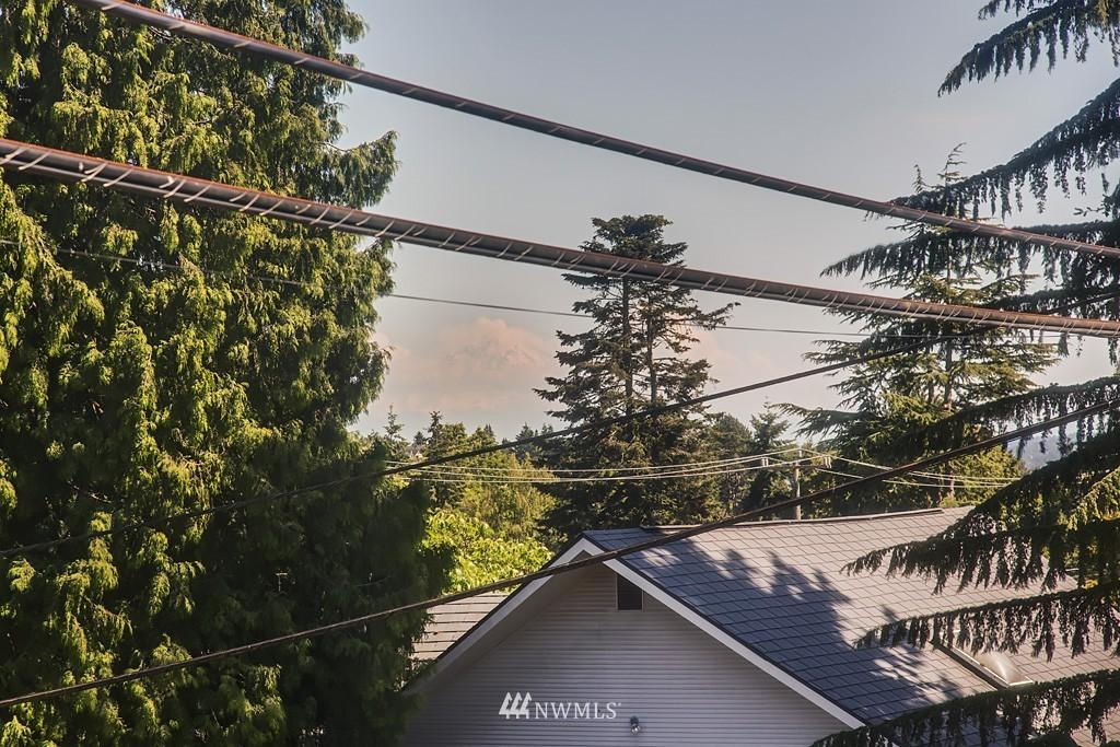 Sold Property | 3514 W Dravus Seattle, WA 98199 1